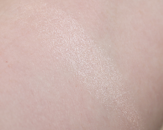 Catrice_high_glow_mineral_highlighting_powder04