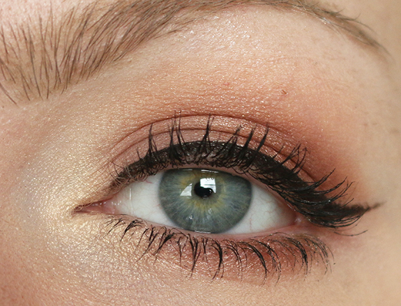 I_heart_makeup_naked_eyeshadow_palette_review10