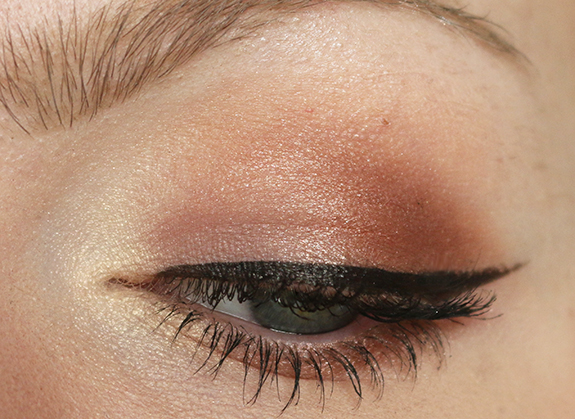 I_heart_makeup_naked_eyeshadow_palette_review11