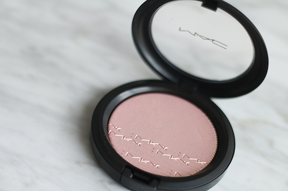 mac_extra_dimension_skinfinish_beaming_blush03