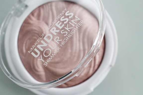 MUA_Undress_your_skin_shimmer_highlighter03