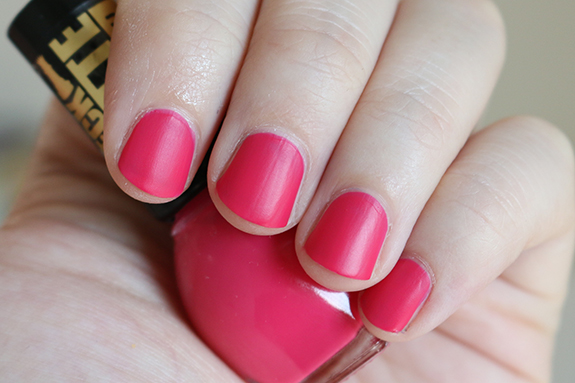 Miss_sporty_check_matte_nail_polish06