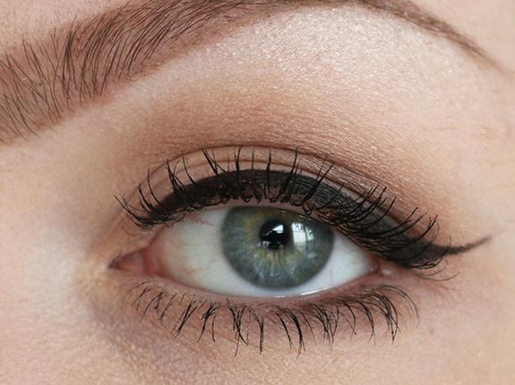 catrice_sand_nudes_soft_metal_denim_greys_eyeshadow08