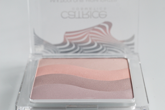 catrice_visionary_multicolour_highlighter03