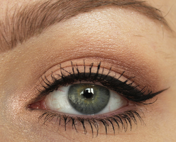 essence_all_about_nude_eyeshadow08