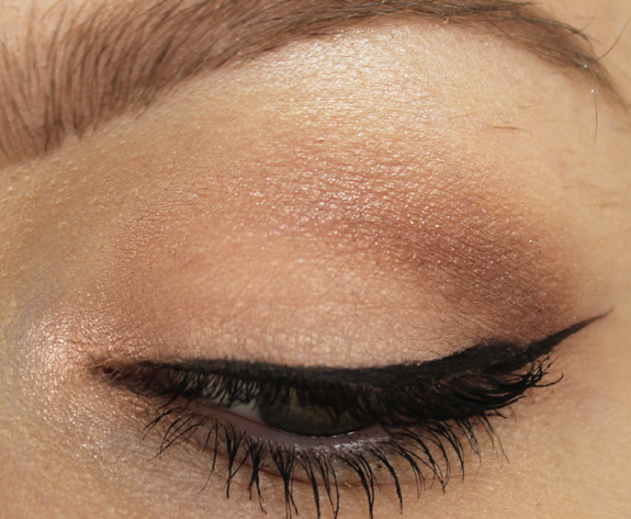essence_all_about_nude_eyeshadow09