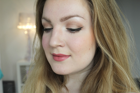 essence_make-up_box_how_to_make_nude_eyes_brows_wow_face_wow_33