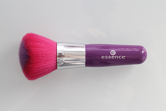 essence_powder_eyeshadow_blush_brush13