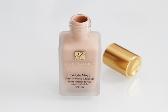 estee_lauder_stay-in-place_makeup_foundation09