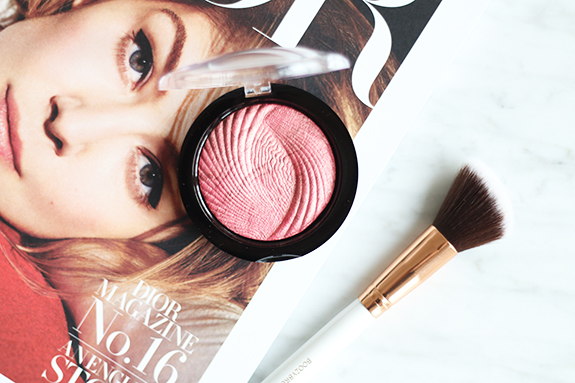 makeup_revolution_vivid_baked_highlighter_rose_gold_lights09