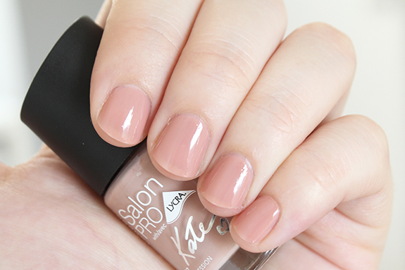rimmel_kate_moss_dare_to_go_bare_nude_collection11