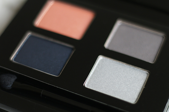 the_body_shop_swinging_silver_eyeshadow04