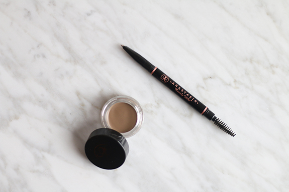 Anastasia_brow_definer_dipbrow_pomade_taupe02