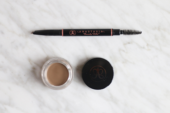 Anastasia_brow_definer_dipbrow_pomade_taupe03