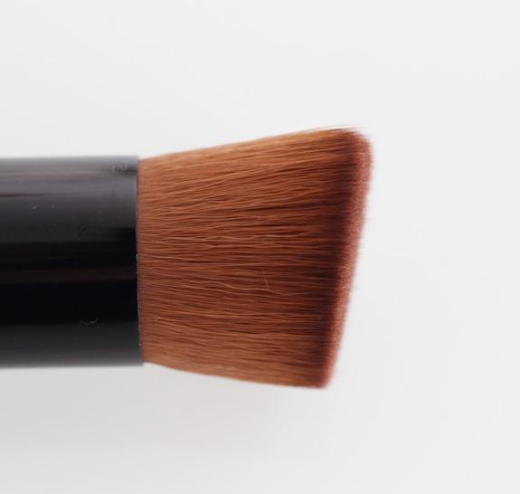 HM_BB_cream_foundation_brush_05
