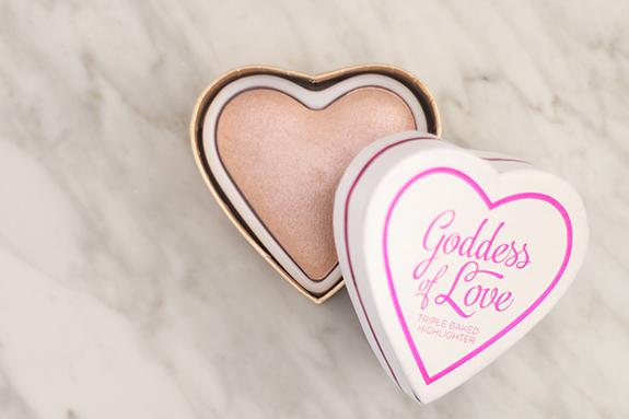 I_heart_makeup_blushing_hearts_Goddes_of_love09