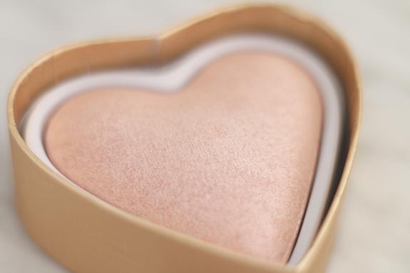 I_heart_makeup_blushing_hearts_Goddes_of_love10