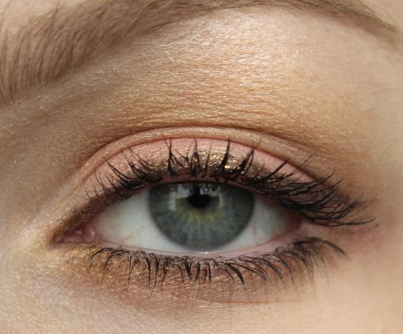 MAC_dazzle_lipstick_smash_hit_fluidline_eye-liner_gel_deliciously_rich15
