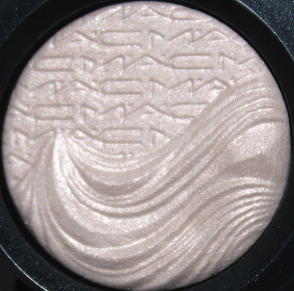 MAC_magnetic_nude_extra_dimension10
