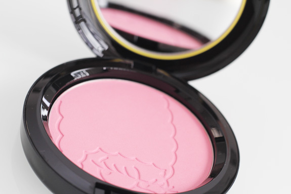 MAC_the_simpsons_marge_pink_sprinkless_blush_red_blazer_lipglass05