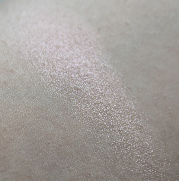 MUA_Undress_your_skin_shimmer_highlighter08