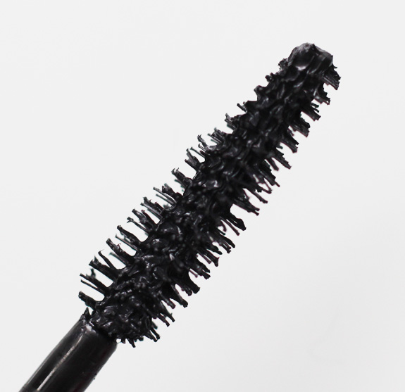 Maybelline_big_eyes_mascara_onderste_wimpers04