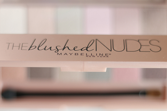 Maybelline_the_blushed_nudes_eyeshadow_palette03