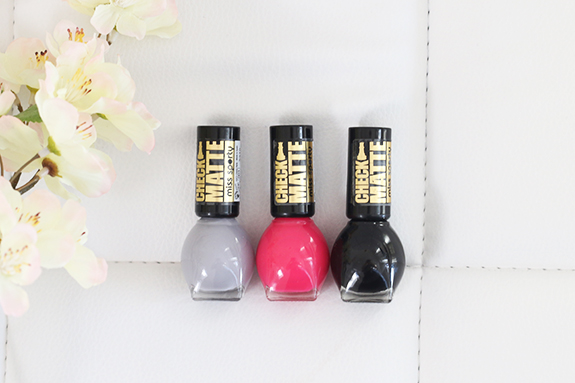 Miss_sporty_check_matte_nail_polish04