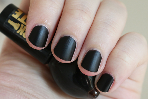 Miss_sporty_check_matte_nail_polish07