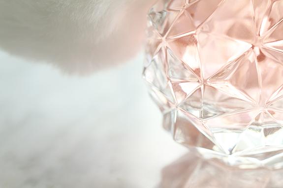 ariana_grande_ari_parfum02