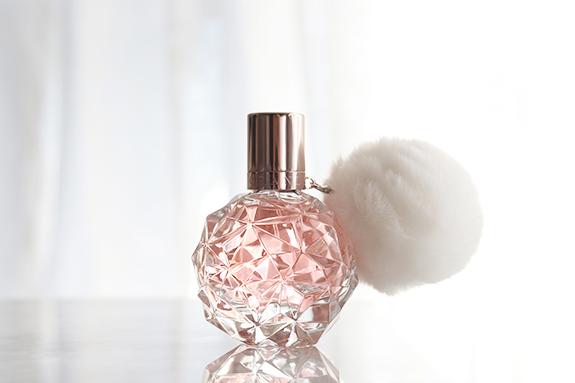 ariana_grande_ari_parfum05