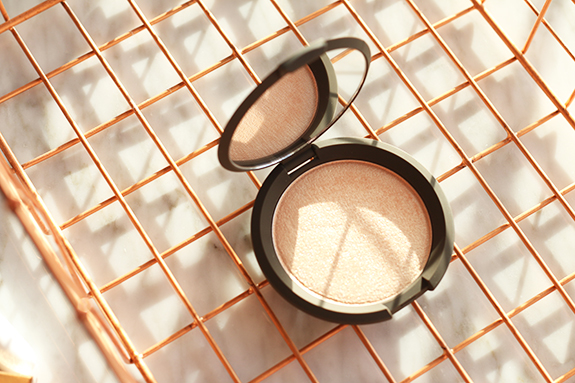 becc_jaclyn_hill_shimmering_skin_perfector_champagne_pop03