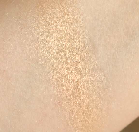 becc_jaclyn_hill_shimmering_skin_perfector_champagne_pop06