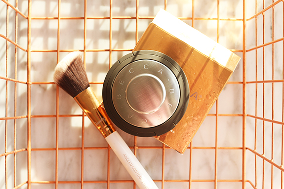 becc_jaclyn_hill_shimmering_skin_perfector_champagne_pop09