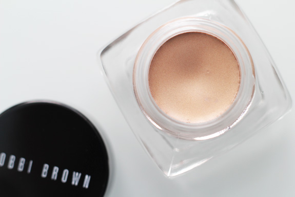 bobbi_brown_cream_shadow_sandy_gold04