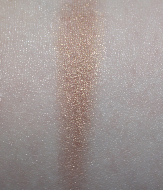 bobbi_brown_cream_shadow_sandy_gold06