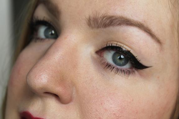 driehoek_eyeliner_kat_von_d03