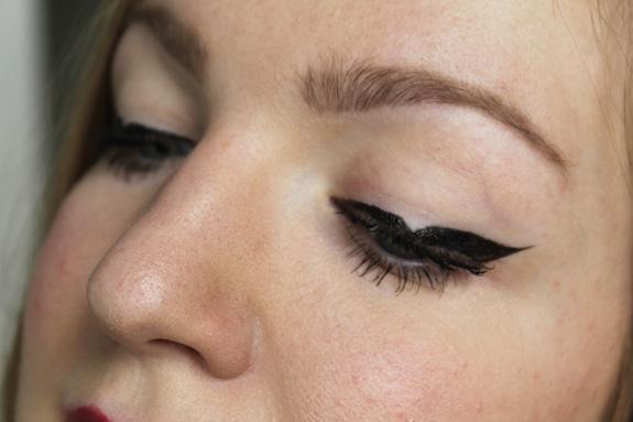 driehoek_eyeliner_kat_von_d04