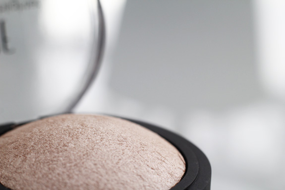 e.l.f._baked_highlighter_moonlight_pearls04