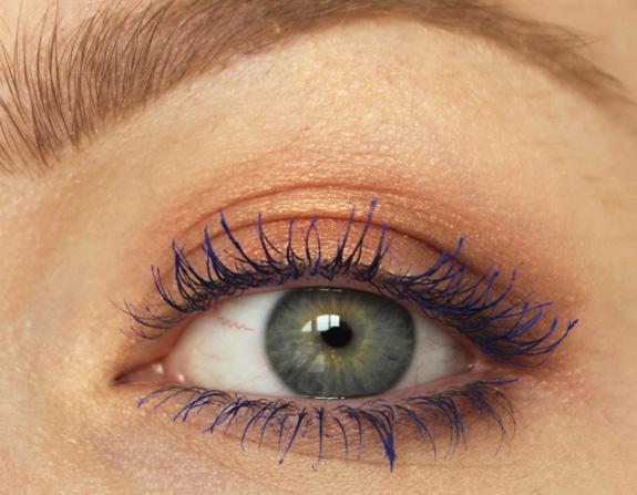 essence_colour_flash_02_mascara_blauw_blue02