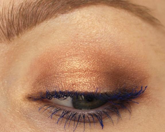 essence_colour_flash_02_mascara_blauw_blue03