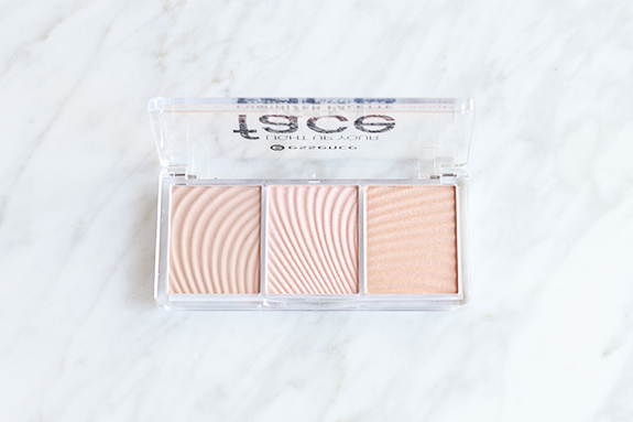 essence_light_up_your_face_luminizer_palette03