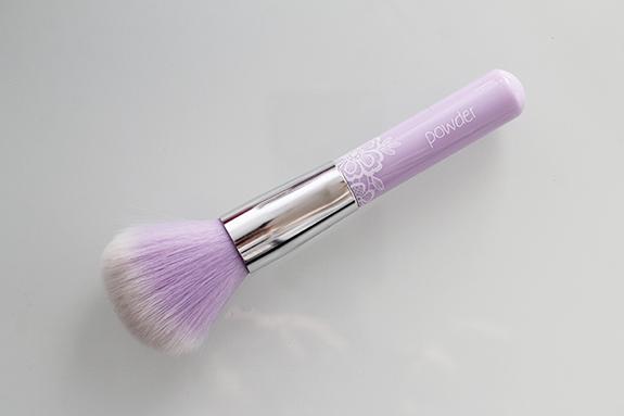 essence_powder_eyeshadow_blush_brush06