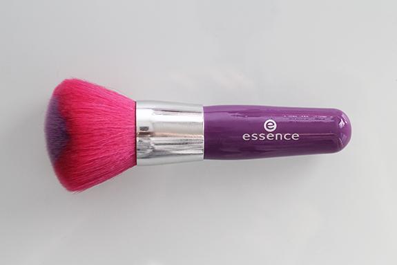 essence_powder_eyeshadow_blush_brush13