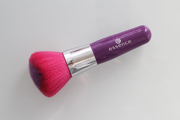 essence_powder_eyeshadow_blush_brush14