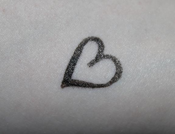 kat_von_d_tattoo_liner08