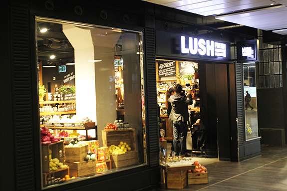 lush_amsterdam_centraal_station01