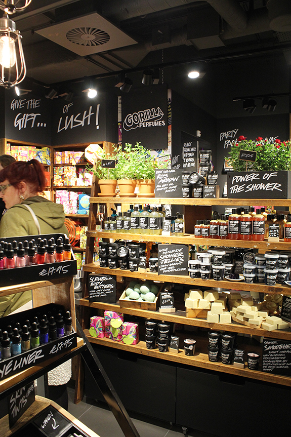 lush_amsterdam_centraal_station08
