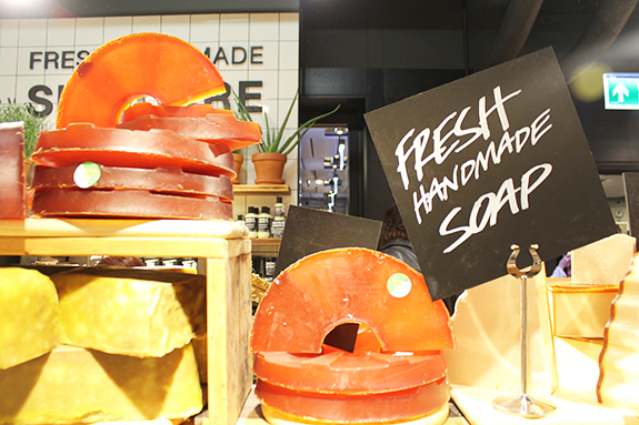 lush_amsterdam_centraal_station17