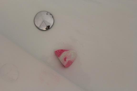 lush_kerst_bath_ballistic_bubble_bar12